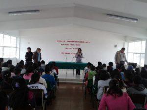 Bertha Balestra en una escuela