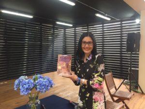 Alejandra Navas presenta su libro Linaje. Editoriales de España, Adarve