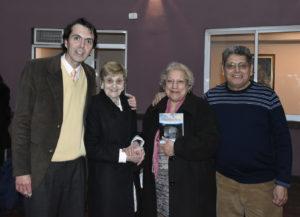 Farias junto a parte del público. Editorial Adarve