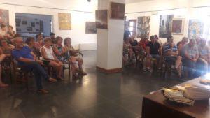 Público asistente a la presentación de la novela Ya se acabó el alboroto. Editoriales de España, Adarve
