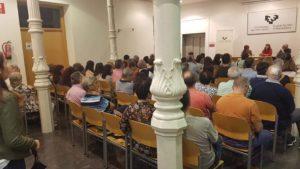 Público asistente a la presentación de la novela Nunca fuimos inocentes. Editoriales españolas, Editorial Adarve