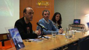 Presentadores de la novela En las afueras de César la Iglesia Sevil. Editorial Adarve, Editoriales actuales de España