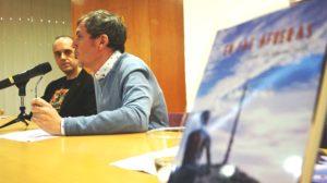 Cesar la Iglesia durante la presentación de su novela En las afueras. Editorial Adarve de España, Editoriales actuales de España, Editoriales españolas