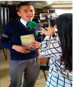 El autor durante la entrevista con los medios colombianos. Editoriales actuales de España, Adarve