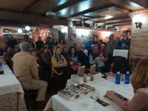 Público asistente a la presentación de la novela El hípster de la corte del emperador. Editorial Adarve