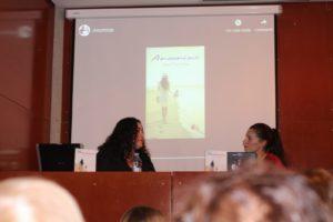 Ana Carreño durante la presentación de su novela juvenil Anomine. Editorial Adarve, Editoriales de España, Editoriales actuales de España