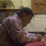 Luis de Diego firma ejemplares de su libro de relatos Burbujas de la vida. Editorial Adarve, Editorial Adarve de España, Editoriales españolas, Editoriales españolas actuales, Editoriales de España, Editoriales actuales de España