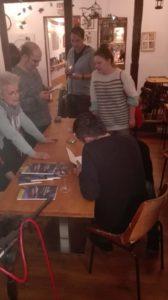 El público y el autor. Editorial Adarve, Colección Verso y Color, Editoriales de España, Editorial Adarve de España, Editoriales actuales de España, Editoriales españolas, Editoriales españolas actuale