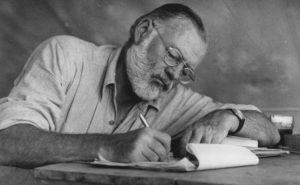 Fotografía de Ernest Hemingway. Editorial Adarve, Editorial Adarve de España, Editoriales de España, Editoriales actuales de España, Editoriales españolas, Editoriales españolas actuales