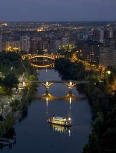 Vista nocturna de Valladolid. Editorial Adarve