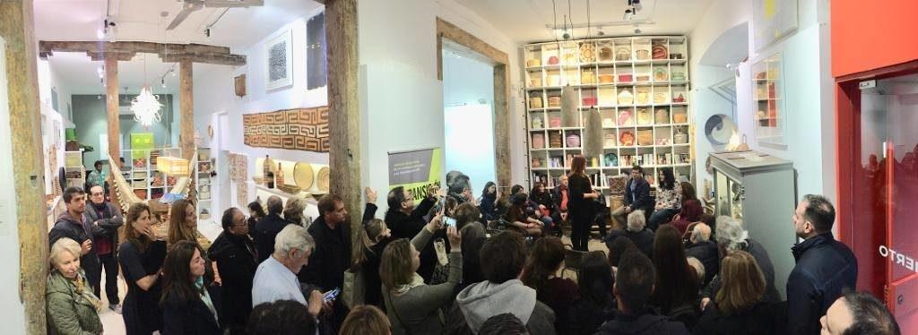 Público en la presentación del libro La inocencia de las sardinas de Etxenara Mendicoa. Editorial Adarve, Editoriales actuales de España