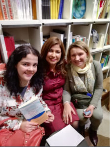 Etxenara Mendicoa juntoa Rosalía de Santos y Pilar Lozano. Editorial Adarve, Editoriales españolas