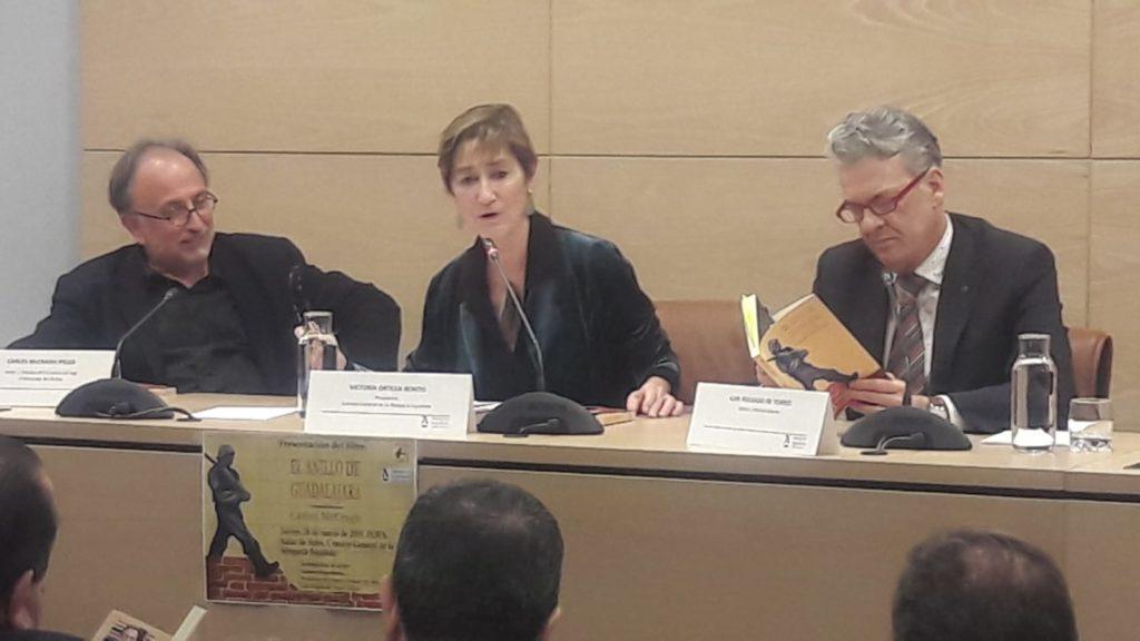 McGragh, Ortega y Folgado durante el acto de presentación del libro El anillo de Guadalajara. Editorial Adarve, Editoriales españolas actuales