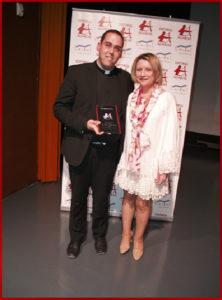 Pilar Lozano entrega el Premio Arquero de Plata a Anselmo Matillas