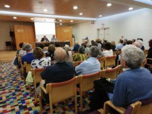 Público asistente a la presentación de Destinos inciertos de José Garrido. Editorial Adarve, Editoriales de España