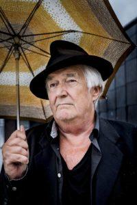 Henning Mankell. Editorial Adarve, Editoriales de España