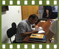 Anselmo Matilla firma ejemplares de Manual de la Historia de la Filosofía. Editorial Adarve, Editoriales que aceptan manuscritos
