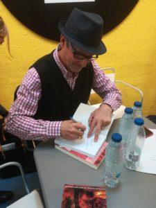 Firma de ejemplares de El joyero de Carla. Editorial Adarve, Editoriales que aceptan manuscritos