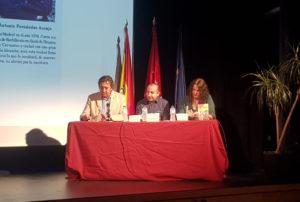 Presentación Tres meses. Editorial Adarve, Editoriales españolas