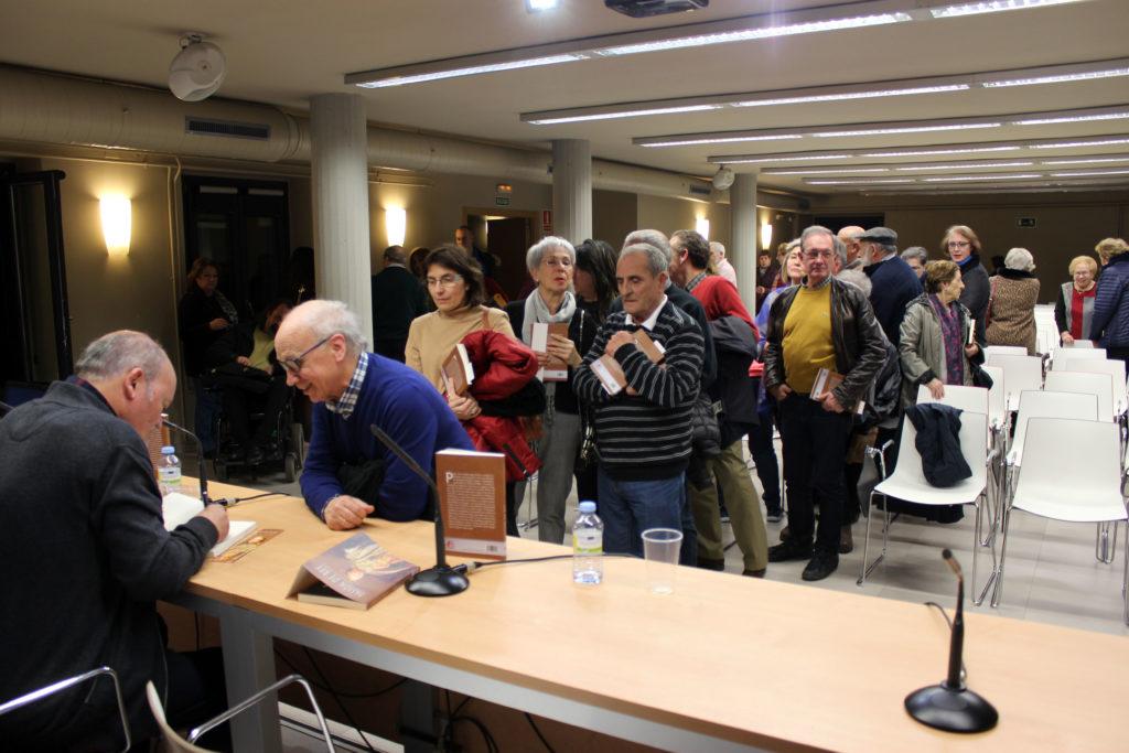 Firma de libros Pasión de rey de Germán Díez. Editorial Adarve, Editoriales de España