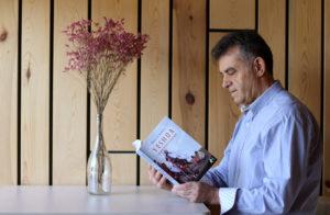 Manuel A Sanabria autor del libro Yeshua un muchacho de Nazaret. Editorial Adarve, Editoriales de España