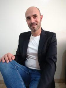 Juan Antonio González Cejas autor de Bella amapola. Editorial Adarve, Editoriales de España