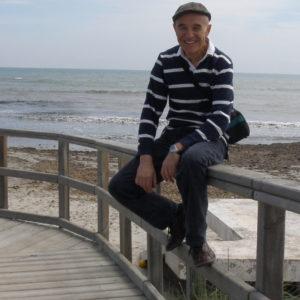 J L Olmo autor de Los dioses perdidos. Editorial Adarve, publicar un libro