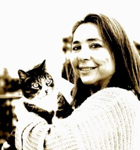 Lola Monterreal Espinosa, autora de Isbar y la flecha de la primera luz. Editorial Adarve, colección Biblioteca de Narrativa Breve. Publicar un libro
